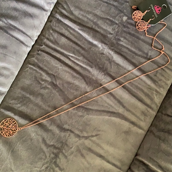 Paparazzi Rose Gold necklace and matching earrings